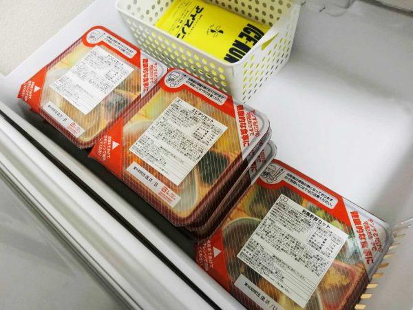 和ごころ御膳を冷凍庫に入れる