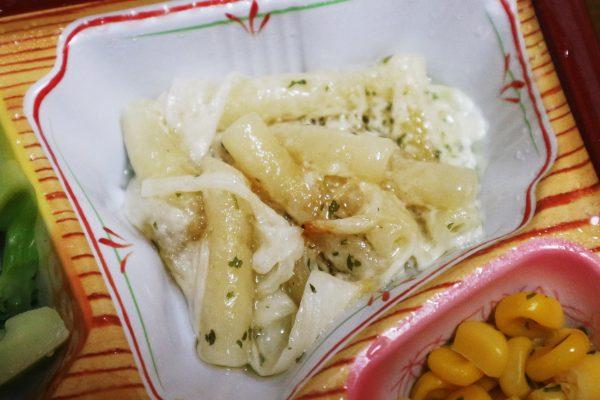 チーズハンバーグセットのマカロニサラダ