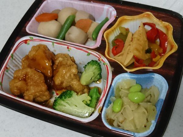 ほほえみ御膳の「鶏の唐揚げ甘酢ソースセット」