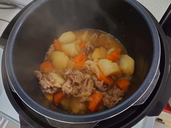クッキングプロで肉じゃがを煮詰める画像