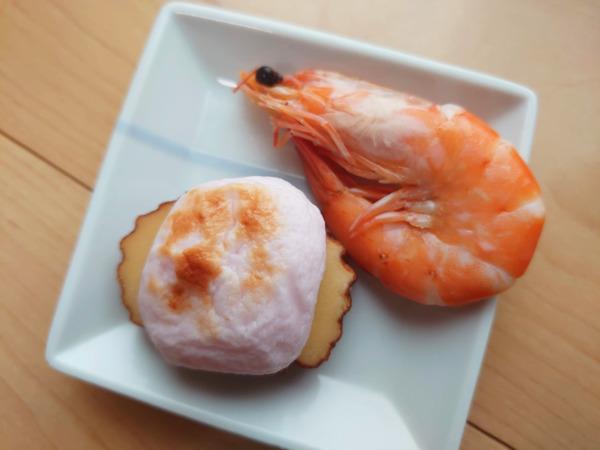 博多久松の500円おせちの祝い海老と蒲鉾