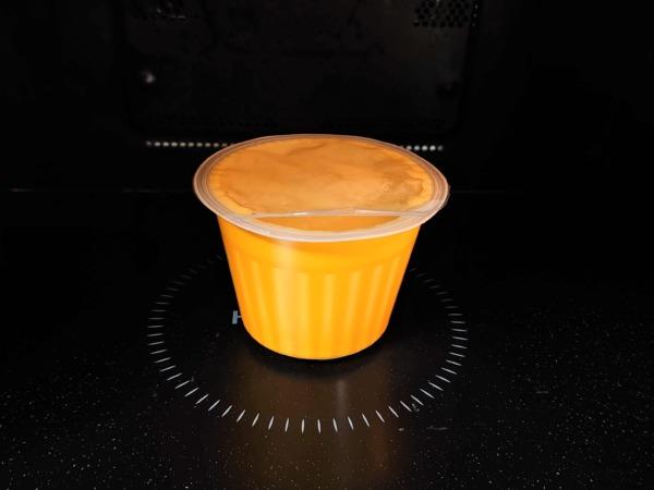 野菜をmotto!!のレンジカップスープを電子レンジに入れた画像