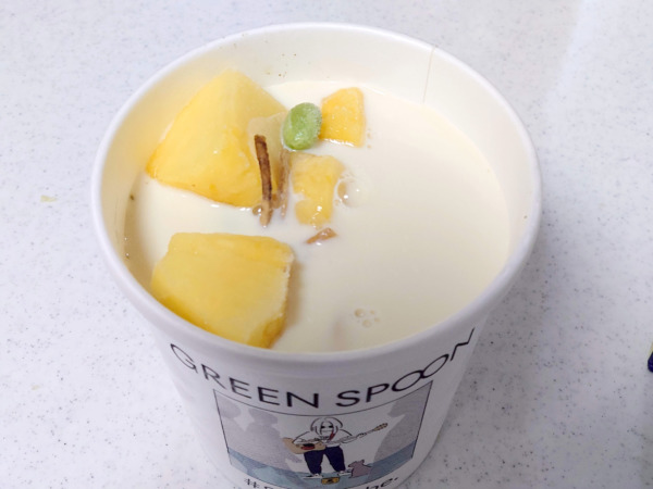 green spoon スムージー #8 Let it be.に豆乳をそそぐ