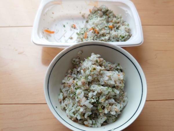 フィットフードホームのもち麦ご飯を半分に分ける