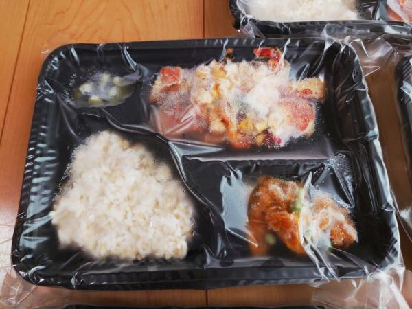 Bキッチン「鮭のチーズ焼き弁当」解凍前