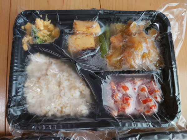Bキッチン「鶏すき焼き弁当」解凍前