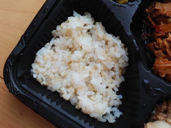 Bキッチンの玄米と白米
