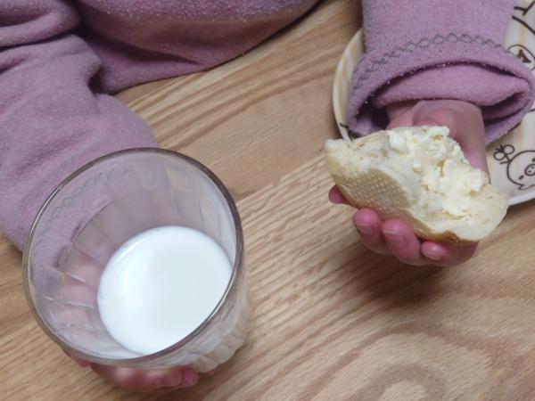 パンドのミルクパンと牛乳